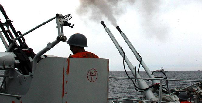 東海艦隊某護衛艦大隊艦艇編隊海上實兵實彈訓練