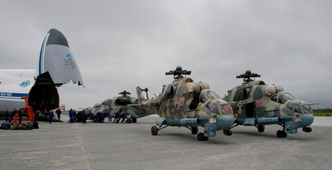 俄軍東部大規模演習 大運一下運來好幾架米-24