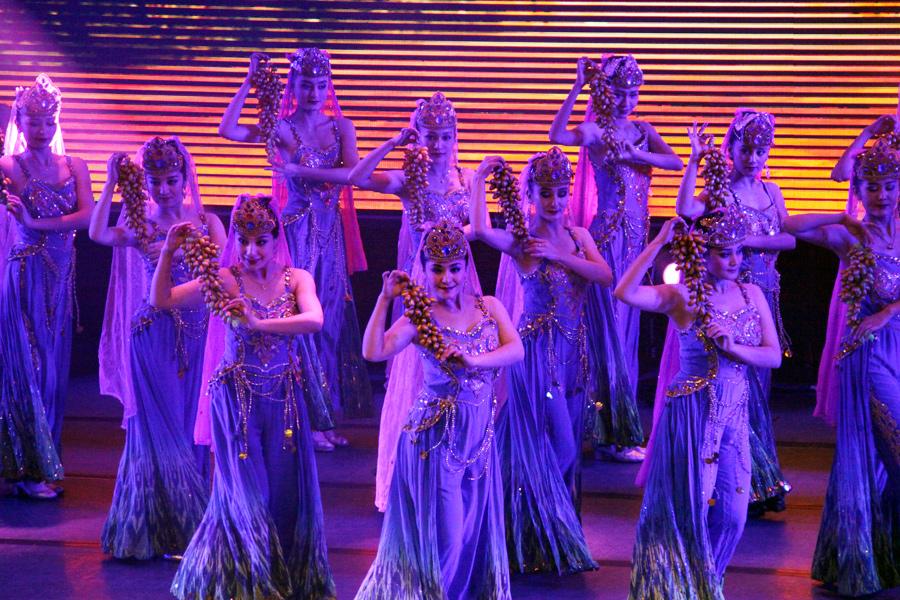 新疆少数民族歌舞表演