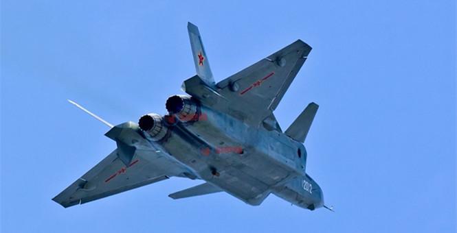 緊跟F-22實戰首秀 中國殲20試飛新照曝光