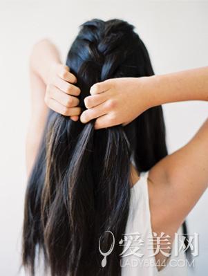 长卷发发型扎法 慵懒编发唯美动人