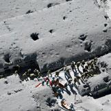 日本火山喷发 灰烬覆盖山脉似月球表面