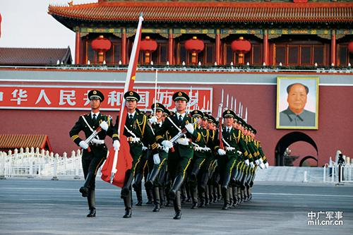揭秘国旗护卫队:护我国旗壮我国威