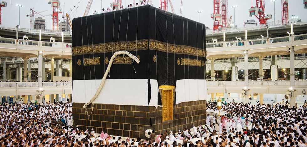 上万穆斯林目睹麦加天房换'新装'