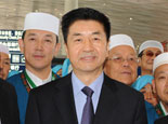 国家宗教局副局长张乐斌为朝觐者送行