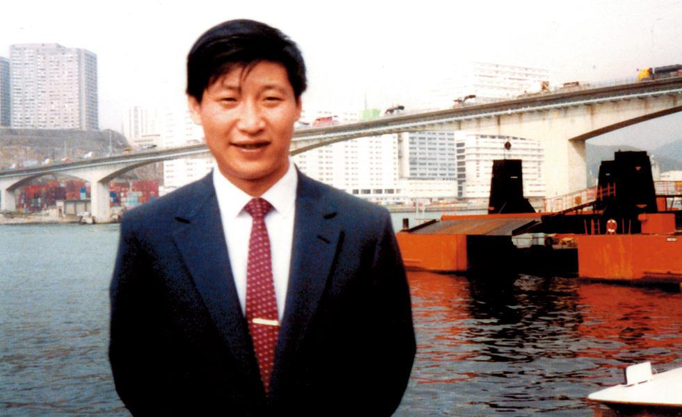 时任福建省厦门市副市长的习近平到国外考察。