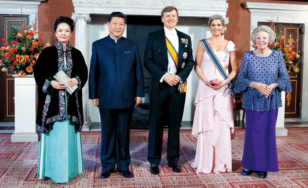2014年3月22日,习近平和夫人彭丽媛在荷兰阿姆斯特丹出席荷兰国王威廉—亚历山大举行的盛大国宴。