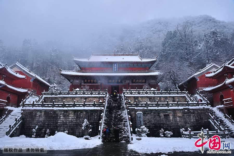 武当山古建筑群历经沧桑,现存4座道教宫殿、2座宫殿遗址、2座道观及大量神词、岩庙。