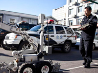 """北京警方展示APEC""""排爆""""机器人[组图]"""