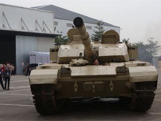 大批国产尖端陆战武器抵达珠海航展