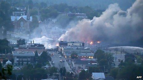 加拿大:魁北克省发生火车脱轨事故图片