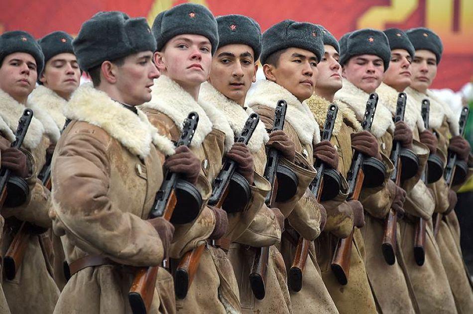 紅場閱兵73週年 再現當年蘇軍驍勇英姿
