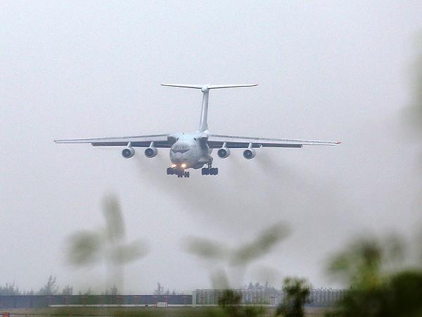中国空军伊尔-76运输机飞抵珠海