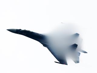 2014珠海航展即将开幕 俄苏35战机训练飞行[组图]