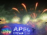 北京为APEC会议举行焰火表演[组图]