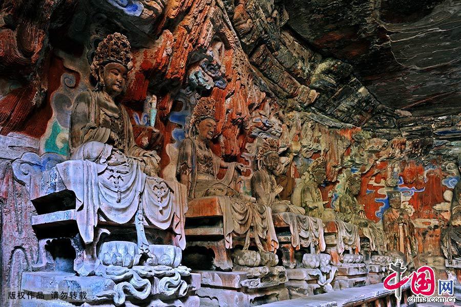 大足石刻以其规模宏大、雕刻精美、题材多样、内涵丰富和保存完整而著称于世。