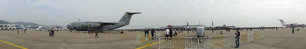 2014珠海航展:美国C-17与俄罗斯伊尔76大型运输机