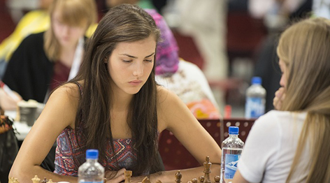 加拿大19岁国际象棋女神[组图]