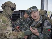 澳特種部隊向解放軍展示武器