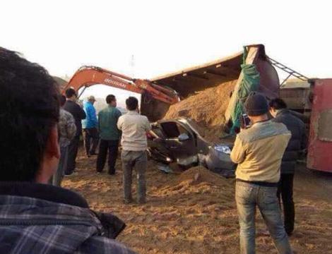 中国车祸视频集锦_山东蓬莱发生致12死车祸 面包车载多名小孩_ 视频中国