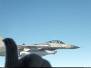 俄軍蘇34與F16飛行員互打手勢