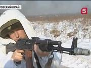 """俄軍女兵""""肉博""""裝甲車"""