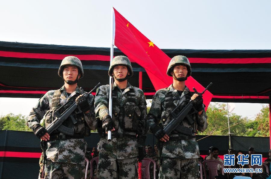"""斯特拉 哈拉/当日,""""携手—2014""""中印陆军反恐联合训练圆满结束。"""