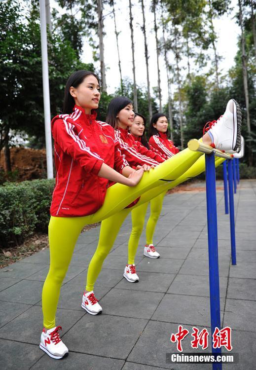 中国大学女生健美入美女v大学队备战锦标赛(图)二手比亚乔摩托车图片