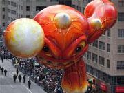 """纽约梅西感恩节盛大游行 各路卡通""""悬浮""""出场"""