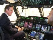 英國新型軍用運輸機著陸 卡梅倫親自上機體驗
