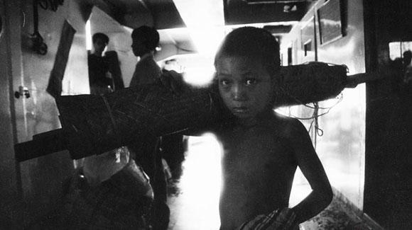摄影师跟踪拍摄三峡移民20年