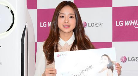 孙妍在出席活动 身着短裙甜美可爱[组图]