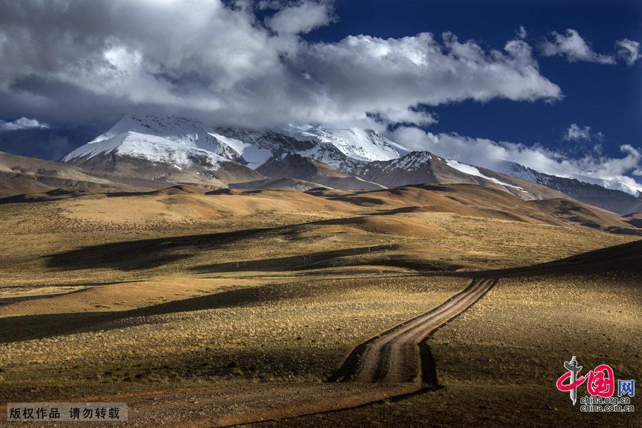 穿越青藏高原阿里大北线 群山寂静[组图]