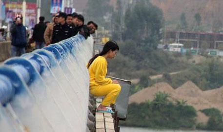 广西:女子跳桥失踪 警方被指处理不当