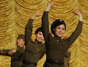 蒙古文工团慰问解放军王牌装甲师