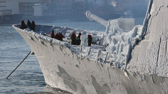 韩国军舰冬季访俄被冻成冰雕