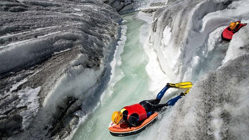 【全球头图】探险家在欧洲最大冰川处'玩命漂流'