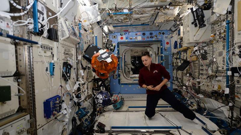 【全球头图】俄女宇航员国际空间站工作照发布