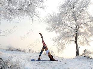 吉林女孩-30℃挑战冰雪瑜伽