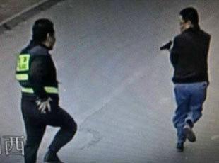 厦门男子街头开枪袭警 系在逃人员开车遇交通盘查