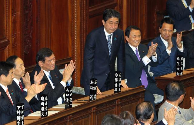 安倍当选第97任日本首相鞠躬致谢