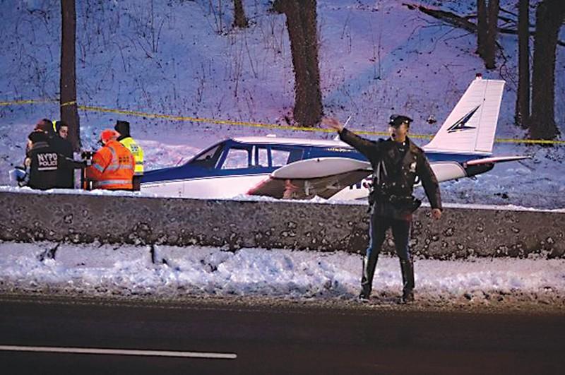美国:小飞机坠毁 七岁女孩幸存