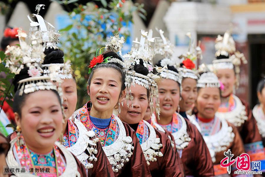 侗族大歌起源于春秋战国时期,至今已有2500多年的历史,是在中国侗族地区一种多声部、无指挥、无伴奏、自然合声的民间合唱形式。中国网图片库 谭凯兴/摄