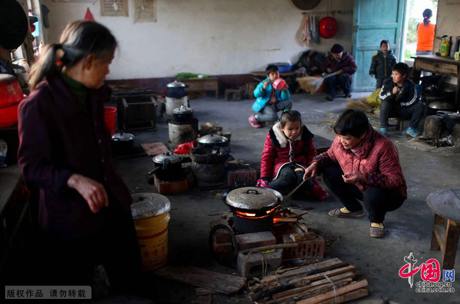 """【中国故事】""""中国式""""陪读 - 人在上海    - 中国新闻画报"""