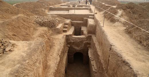 中国24小时:河南发现大型汉代墓葬群