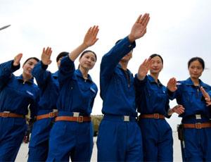 雙學士女飛行員加入戰鬥序列