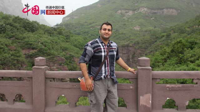 李伟棋在云台山,这次是学校安排的活动。