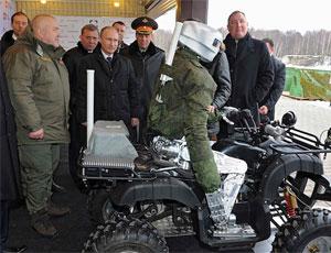 俄作戰機器人受普京接見 表演駕車射擊