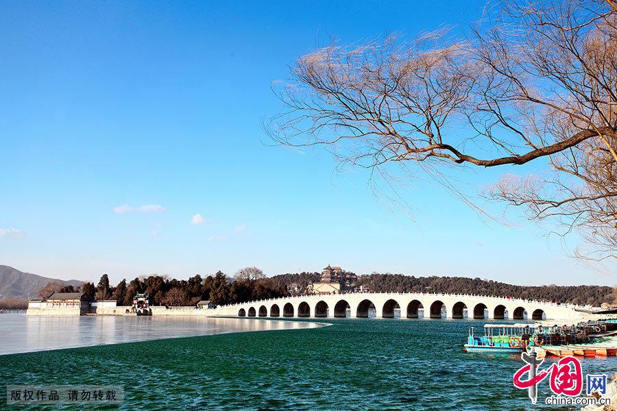 已是四九寒天,但昆明湖并没有全部封冻。中国网图片库 艾经纬/摄