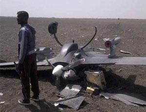 疑似中國産彩虹3無人機墜毀